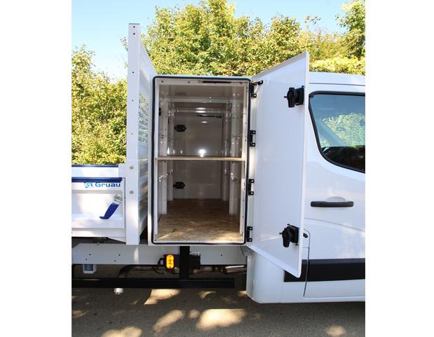 https://www.gruau-lyon.com/wp-content/uploads/2020/09/5-coffre-dos-cabine-acier-1300-rd-.jpg